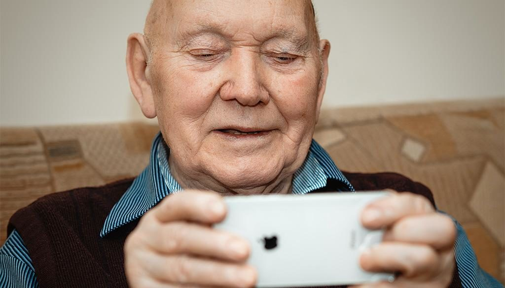 Seniors avoiding scams online.